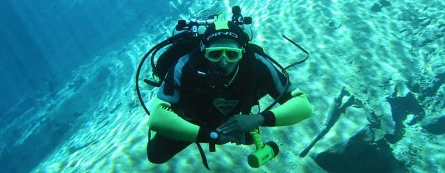 SCUBA REVIEW Si eres un buceador titulado pero ya ha pasado algún tiempo después de tu última inmersión quizá necesites actualizar tus conocimientos y destrezas debajo del agua. El objetivo...